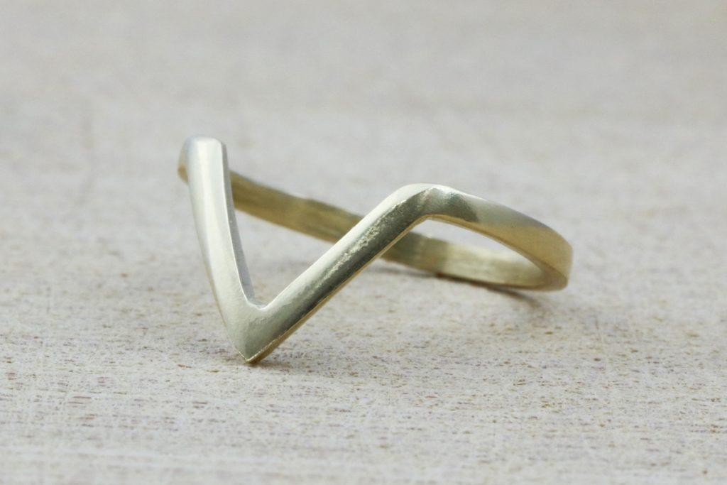V Gold Ring